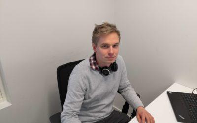 """""""Työni on pitkälti kommunikointia asiakkaan ja Easoftin välillä. Tämä seikka tuo haastetta, mutta on myös se asia mikä tässä työssä kiehtoo eniten"""" – Lauri Palmu"""